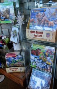 Wooden puzzles to delight little hands with woods, farm and animal themes. 24 pieces
